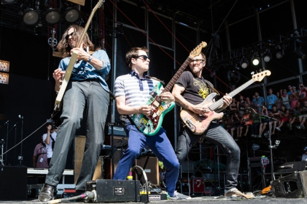 140721-weezer-back-to-the-shack-stream
